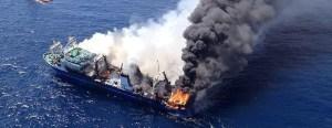 barco ruso incendiado