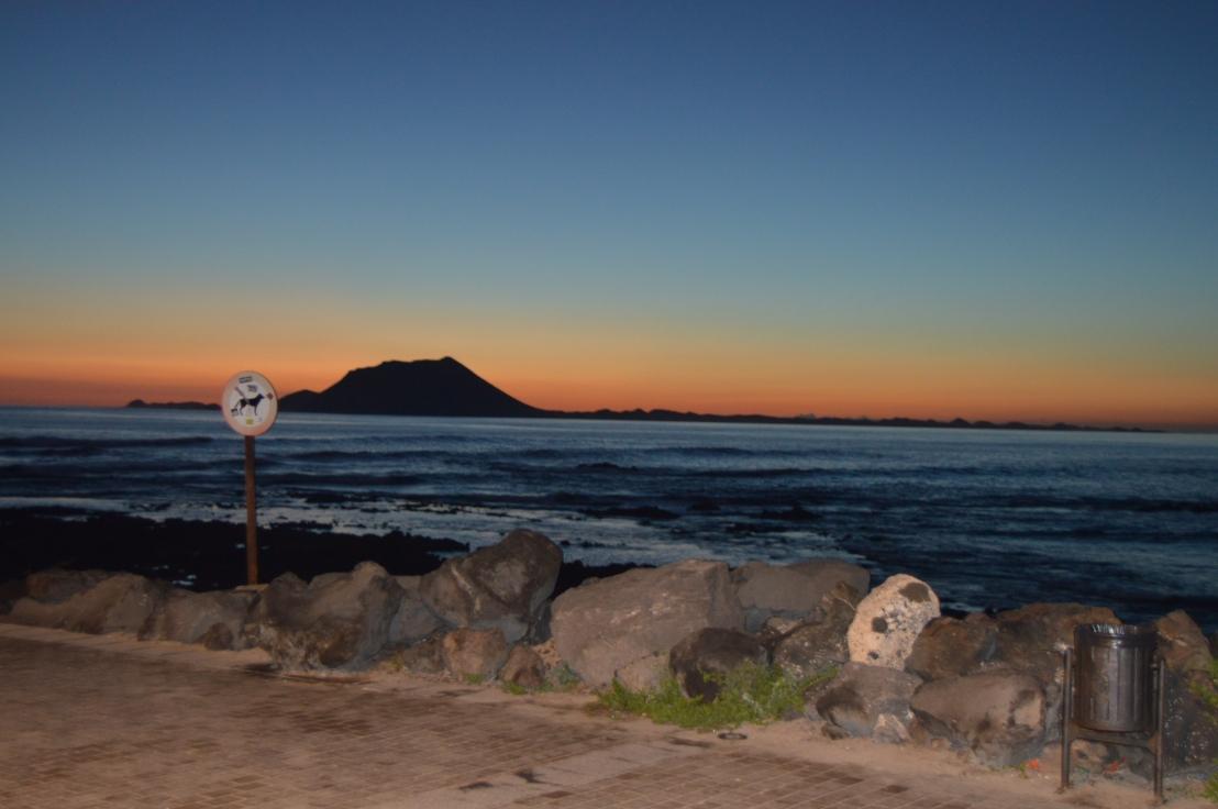 Los colores del Amanecer. — Isla de Lobos — Fuerteventura — Islas Canarias♡💙💛🌄🌐🐢